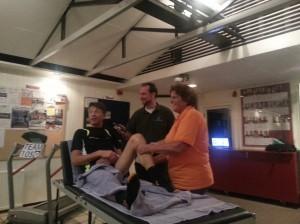 John van Dijk op de massagtafel